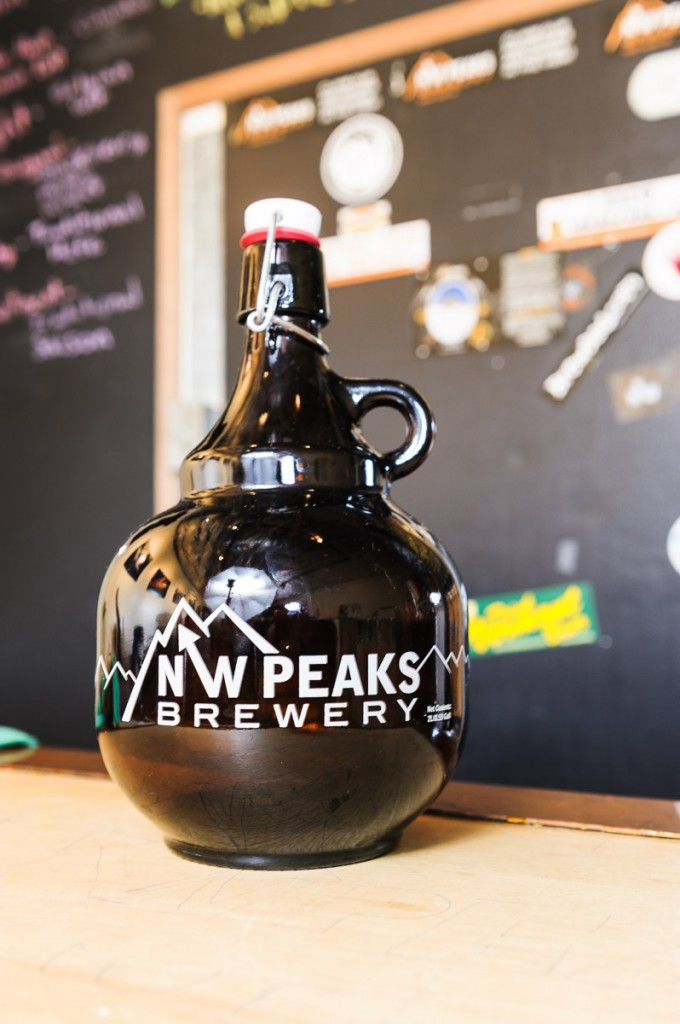 Growler with handle